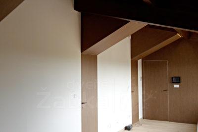 Bezfalcové dveře, skrytá zárubeň a obložení stěn