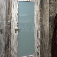 Výrazné falcové prosklené dveře