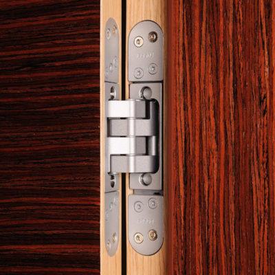 Bezfalcové dveře, závěs