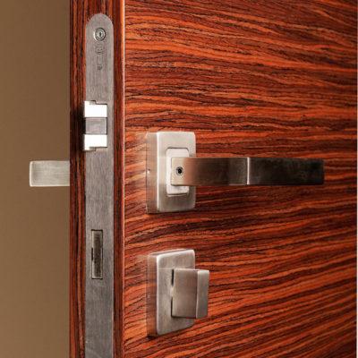 Bezfalcové dveře, vodorovná dýha