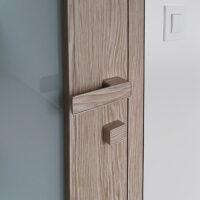 Bezfalcové dveře zapuštěná zárubeň, designová klika