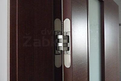 Bezfalcové dveře, závěs - detail