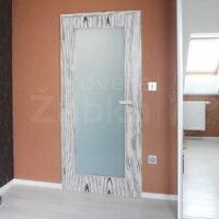 Zakázkové interiérové prosklené dveře, výrazná dýha